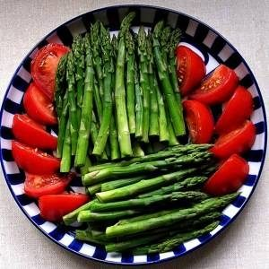 low-calorie-foods-asparagus-and-tomato